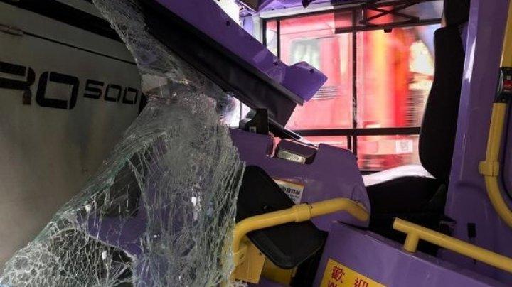 СМИ: свыше 70 человек ранены в результате столкновения автобусов в Гонконге