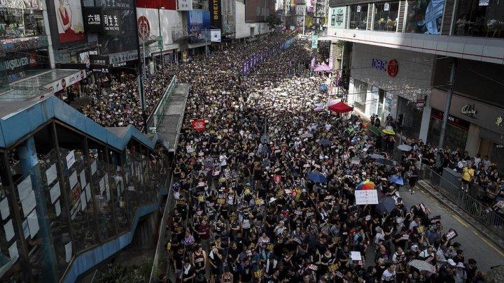 СМИ: десятки тысяч жителей Гонконга вышли на новую демонстрацию