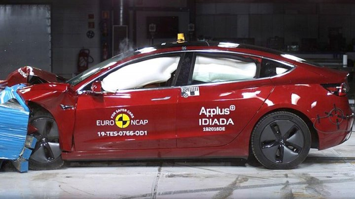Электромобиль Tesla Model 3 прошел краш-тест