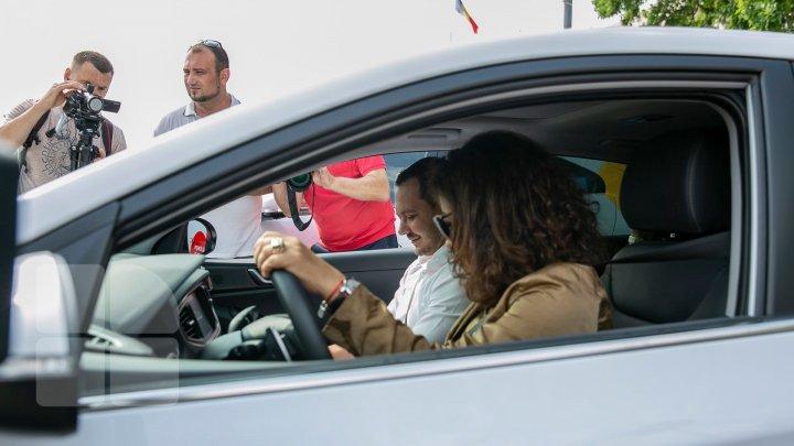 В Молдове стартовал марафон электроавтомобилей (фоторепортаж)