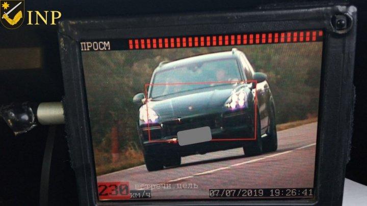Водителю, ехавшего по трассе Кишинев - Штефан-Водэ 230 км/ч, грозит лишение прав