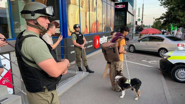 В столице слабовидящему не разрешили зайти в магазин с собакой-поводырем