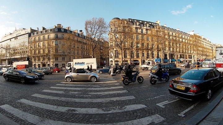 В Париж запретили въезжать на старых дизельных и бензиновых автомобилях