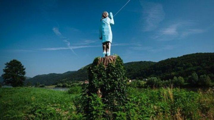В Словении представили деревянную статую Меланьи Трамп