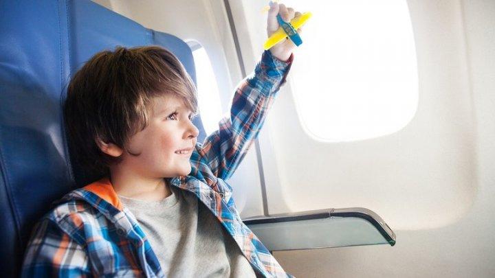 С самолета в Лондоне сняли безбилетного ребенка