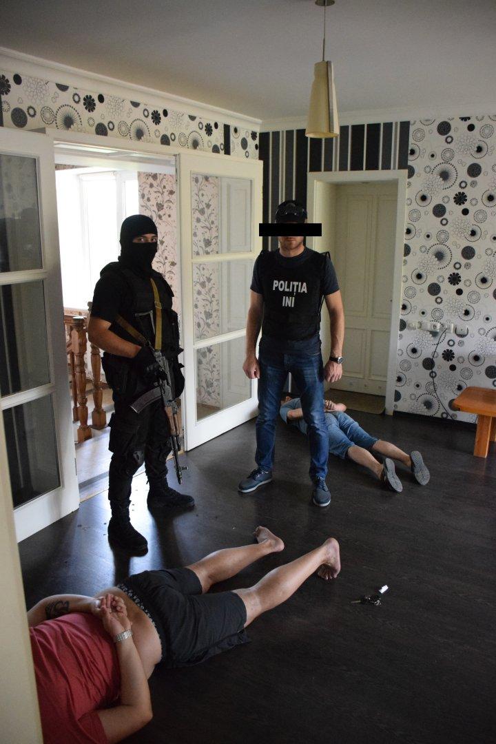 В Молдове раскрыли преступную группировку, которая лечила наркозависимых препаратами от шизофрении
