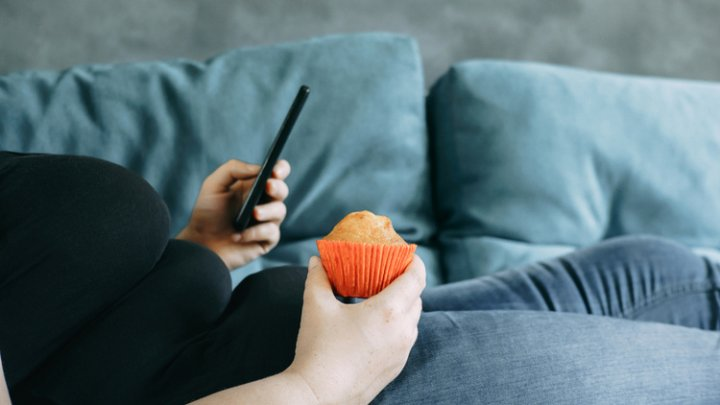 Увлечение смартфонами может спровоцировать ожирение