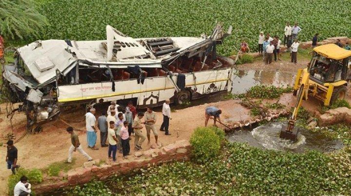 В Индии почти 30 человек погибли в ДТП с автобусом
