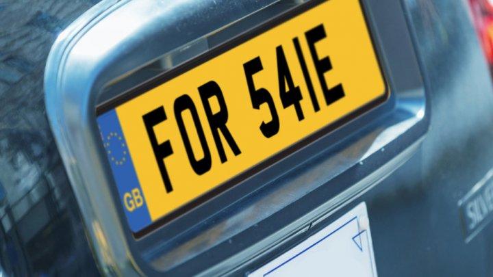 СМИ: редкий автомобильный номер продали на аукционе в Англии за $306 тыс