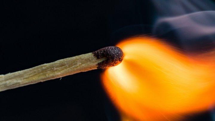В России мужчина хотел сжечь мать, которая отказывалась оформлять на него дом