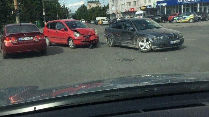 В столице произошла авария с участием трех машин