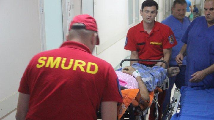 Экипаж SMURD доставил пострадавшего в ДТП мужчину в Румынии в Кишинёв