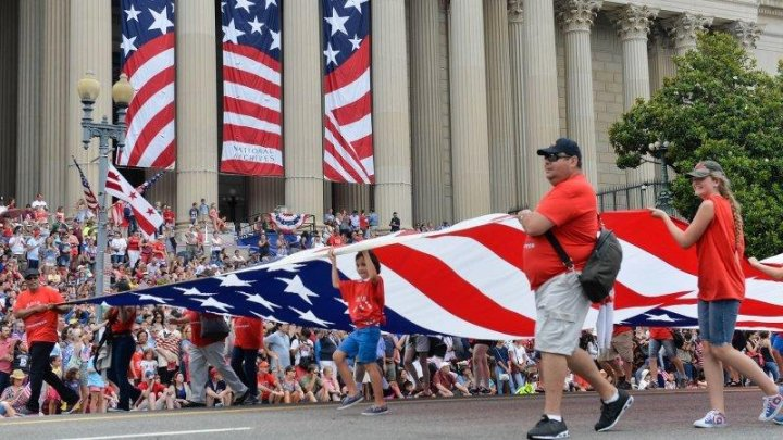 В США под видом флешмоба на День независимости украли вещи на $30 тыс.