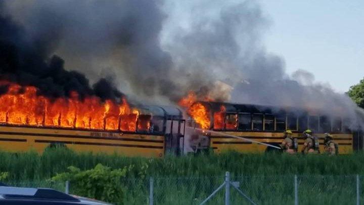 Десятки школьников пострадали в столкновении двух автобусов в Канаде