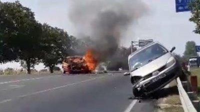 На трассе Хынчешты-Кишинев загорелось такси