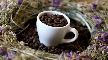 Специалист объяснил, почему очень вредно сочетать кофе со сладостями