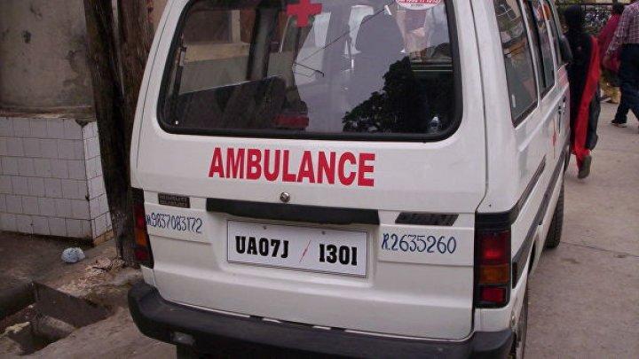 В Индии скатился в ущелье автобус с 18 детьми