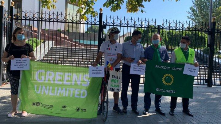 Протест Зеленой экологической партии: Требуют отменить поправки в Законе об отходах