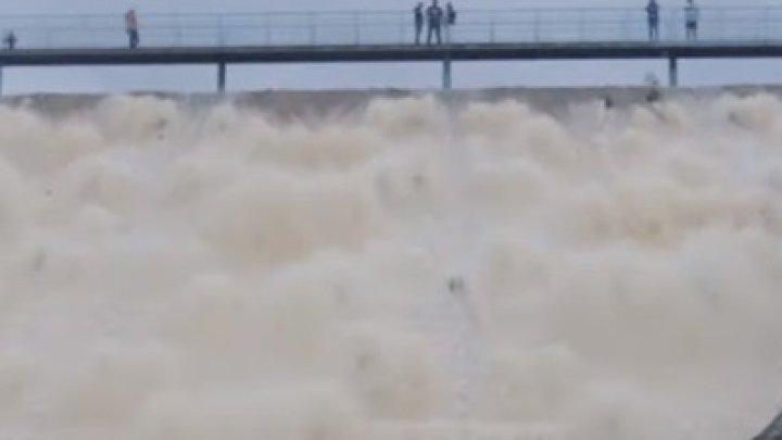 В Великобритании прорвало дамбу водохранилища