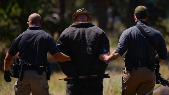Скандал в США: Конная полиция вела темнокожего арестованного на веревке