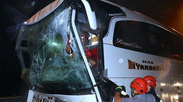 В Турции автобус врезался в грузовик: 37 пострадавших