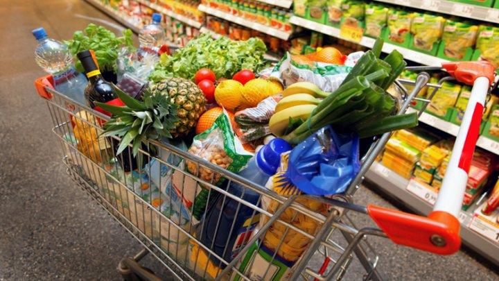 Запасаются продуктами: Жители Великобритании опасаются роста цен