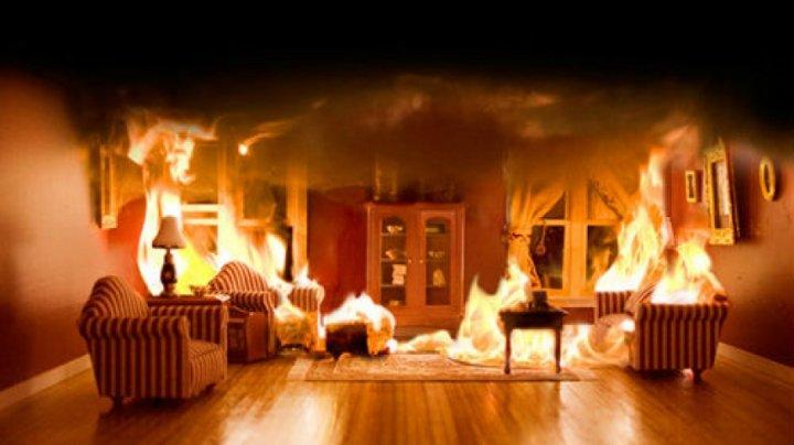 Пожар на Ботанике: Жильцы дома утверждают, что пожарные опоздали на вызов