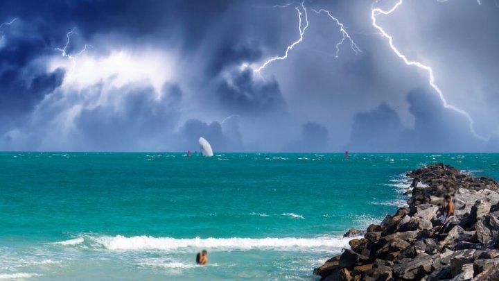 От удара молнии на пляже Кубы погибли пять человек