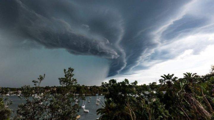 """К Бермудам приближается тропический шторм """"Джерри"""""""