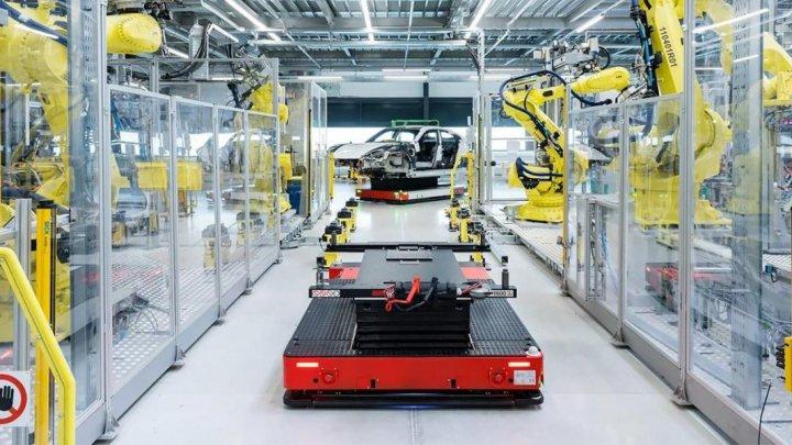 """Porsche запустила производство своего первого электрокара на """"заводе будущего"""""""