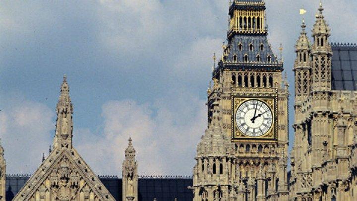 Британский парламент отклонил запрос Джонсона о досрочных выборах