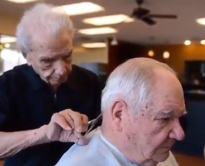В Нью-Йорке умер самый старый в мире парикмахер (ФОТО,ВИДЕО)