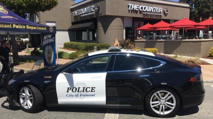 В Калифорнии полицейская Tesla разрядилась прямо во время погони за подозреваемым