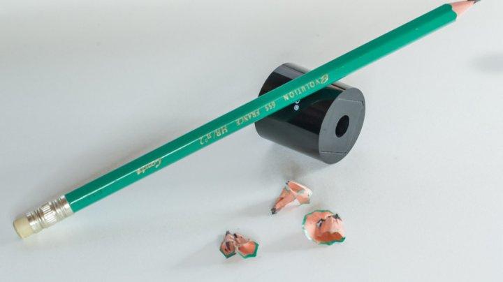 Американец сломал почти сотню карандашей и прославился