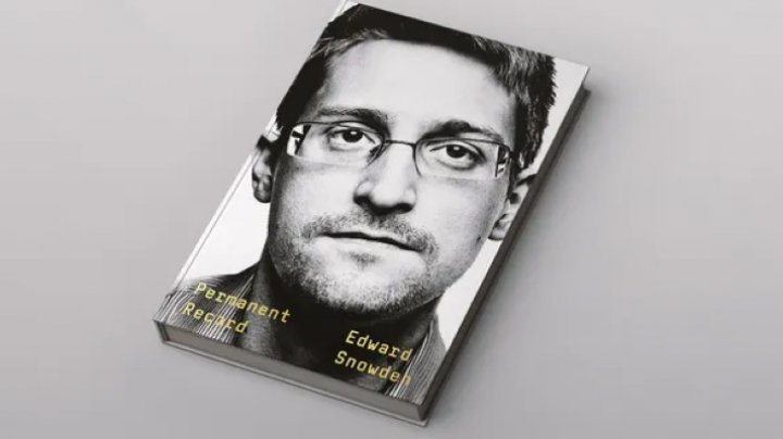 Власти США подали иск против Сноудена из-за его мемуаров