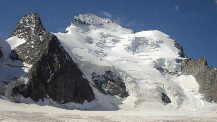 AFP: во Французских Альпах обнаружено тело альпиниста, пролежавшее во льду 43 года