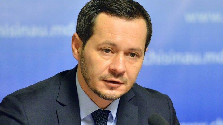 Руслан Кодряну запел о плохой работе коммунальных служб (ВИДЕО)