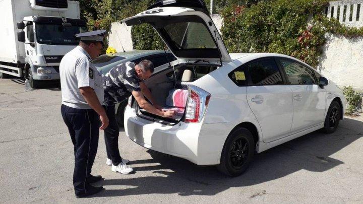 Массовые проверки машин служб такси инициировали в Кишиневе