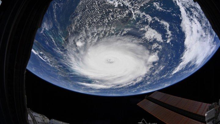"""В NASA показали, как выглядит ураган """"Дориан"""" из космоса"""