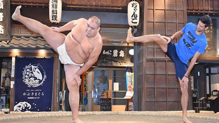 Серб Новак Джокович получил несколько уроков сумо