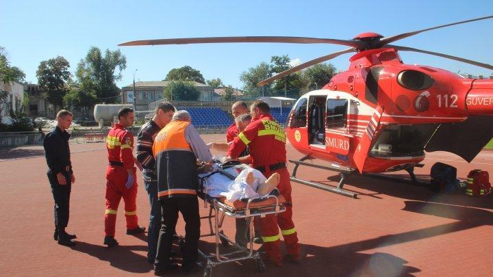 Экипаж SMURD доставил в Кишинев парня, пострадавшего в результате ДТП в Единцах