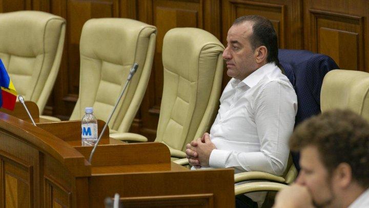 """В парламенте обсуждают вопрос снятия иммунитета с очередного депутата партии """"Шор"""""""