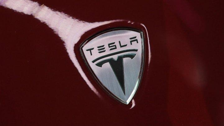 Электрокары Tesla получат новую платформу с тремя моторами и скоростным режимом Plaid Mode