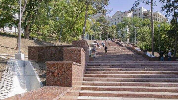 Открытие гранитной лестницы в парке Валя Морилор состоится 17 сентября (фоторепортаж)