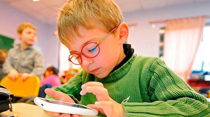 Зрение детей резко падает из-за гаджетов