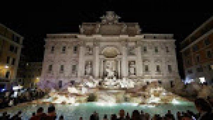 Фонтан Треви в Риме получил новую подсветку
