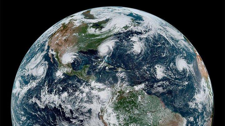 Эксперты NASA опубликовали снимки четырех больших ураганов