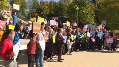 Либералы провели флэшмоб в парке Валя Морилор