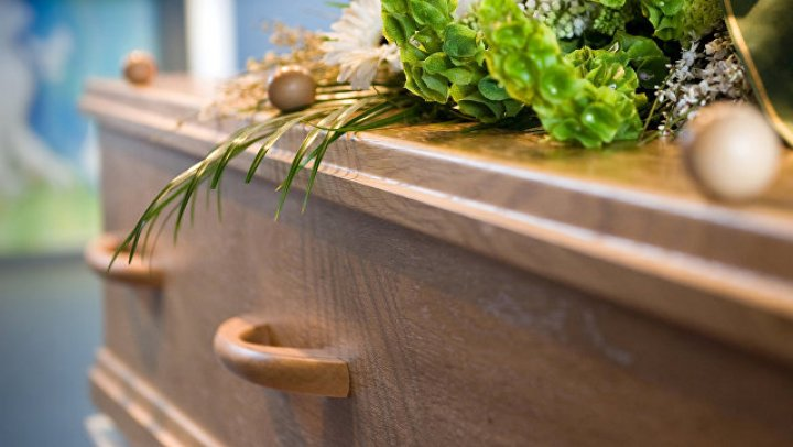 В Индонезии мужчина вернулся домой после своих похорон