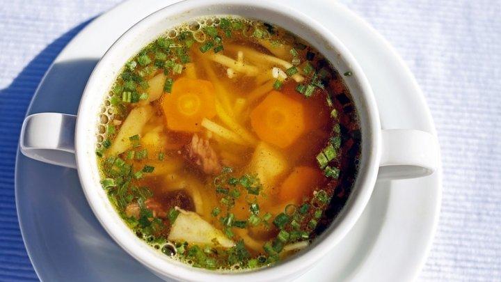 В одесской школе дети обедают супом с червями (ФОТО)